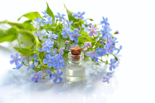 Les huiles essentielles en traitement naturel de la dermite séborrhéique