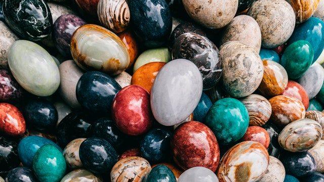 Il existe des pierres de toutes les couleurs