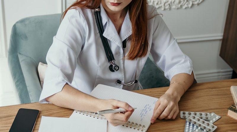 Une professionnelle médicale